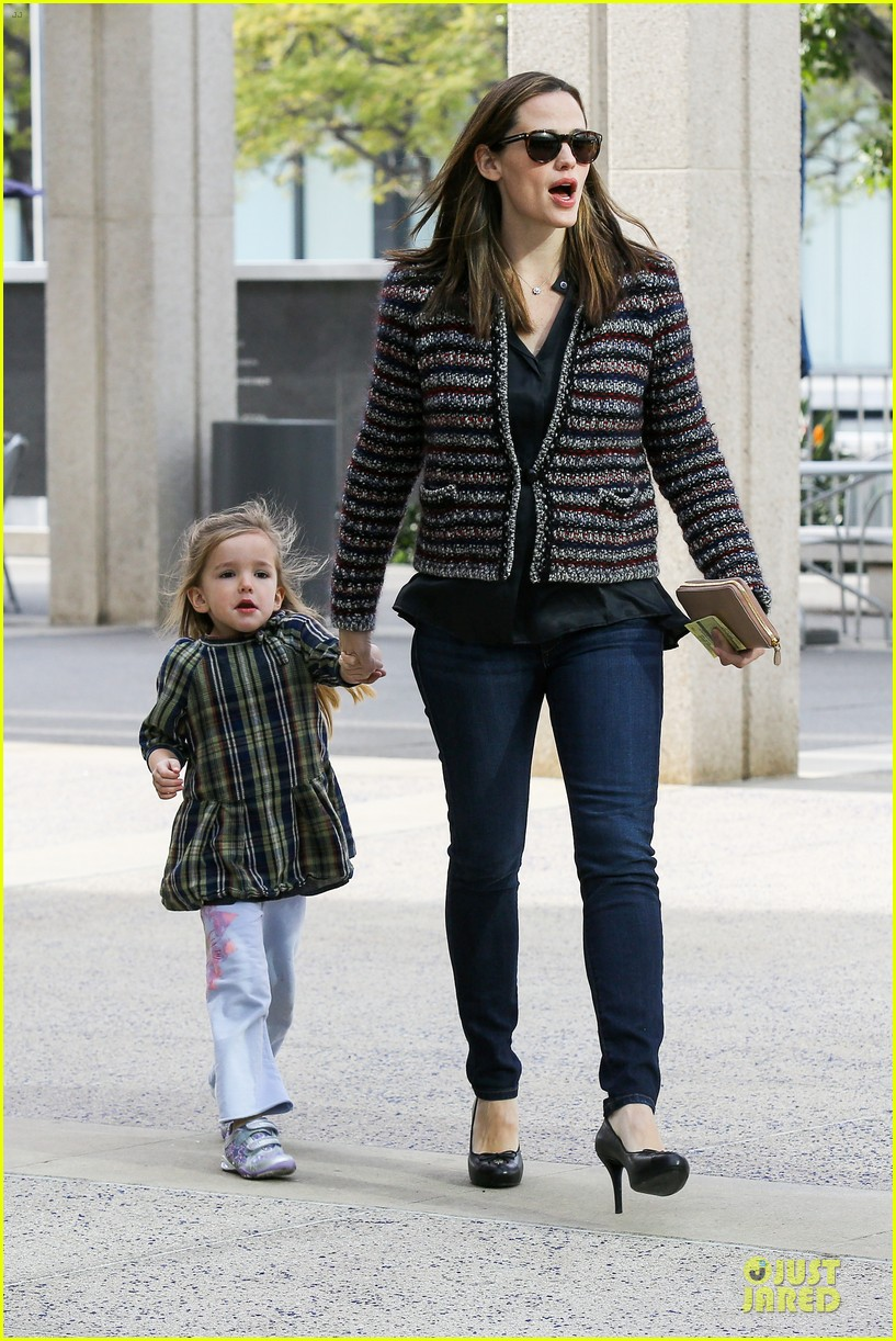 jennifer garner ahmanson play date with violet & seraphina 152785315