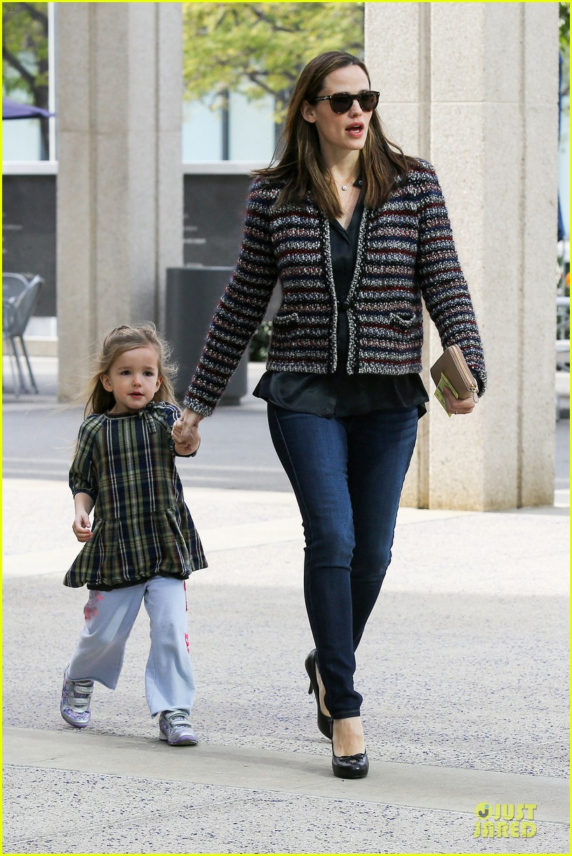 jennifer garner ahmanson play date with violet & seraphina 17