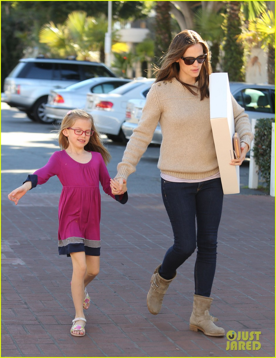 jennifer garner ben affleck weekend outings with the girls 012796339