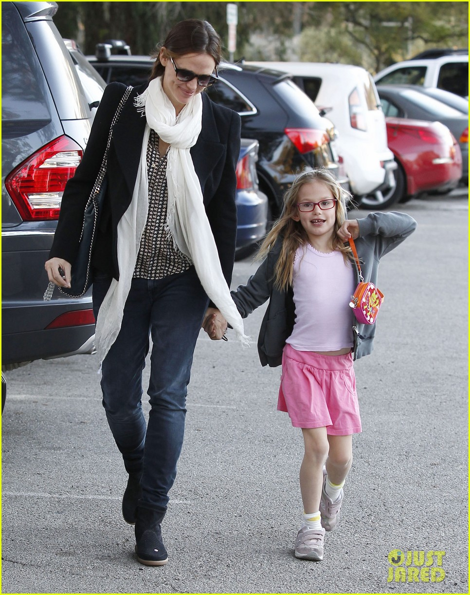 jennifer garner palisades park with violet 04