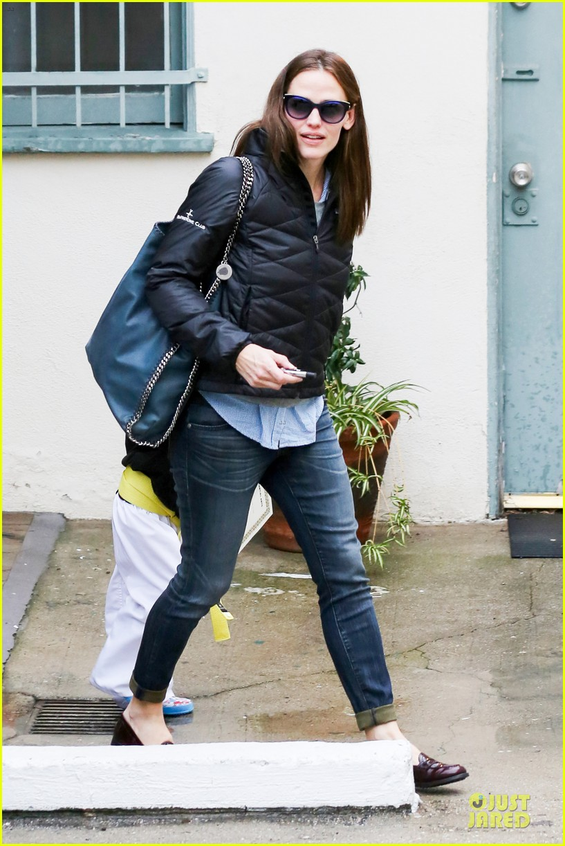 jennifer garner ben affleck rainy karate drop off 07
