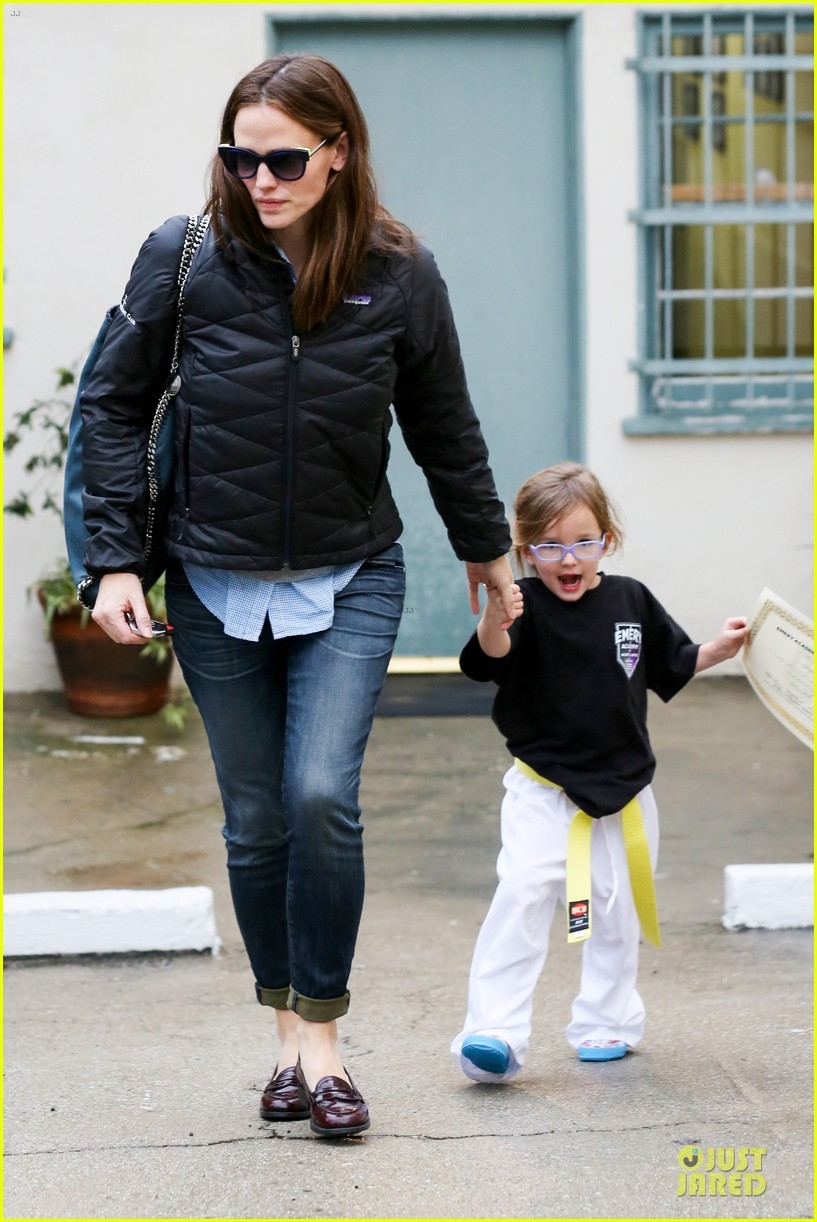 jennifer garner ben affleck rainy karate drop off 10