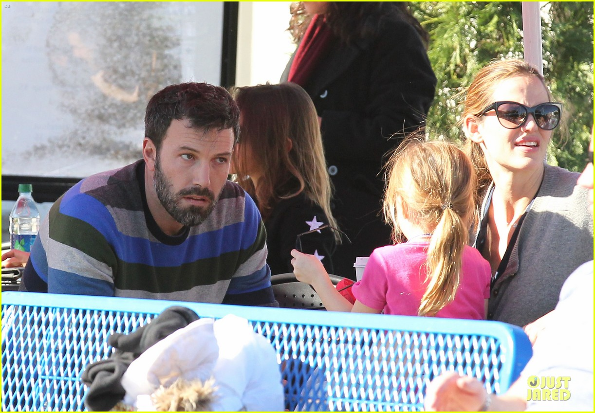 jennifer garner & ben affleck ice skating with the girls 132784833
