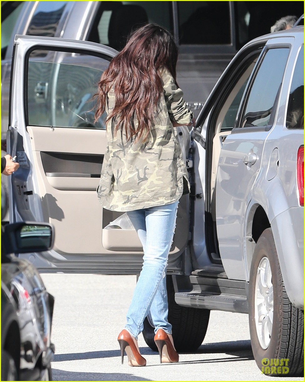 selena gomez office day with vanessa hudgens 172787364