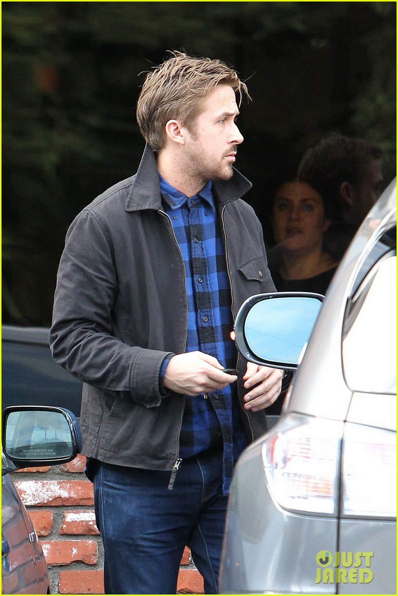 ryan gosling eva mendes separate food runs 132800041