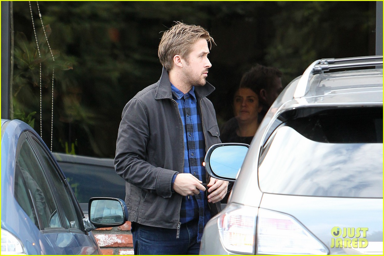 ryan gosling eva mendes separate food runs 14