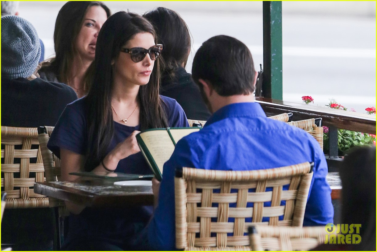 ashley greene cafe med cutie 17