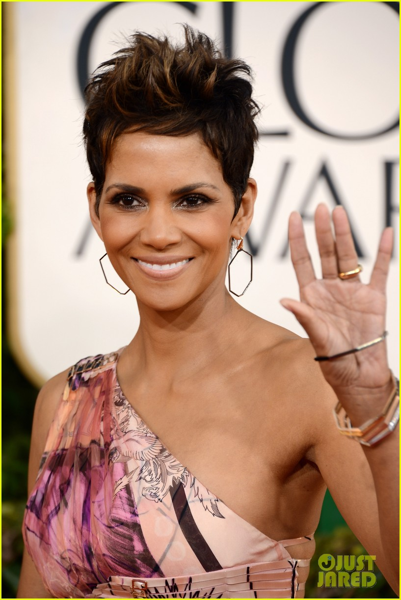 halle berry golden globes 2013 red carpet 02