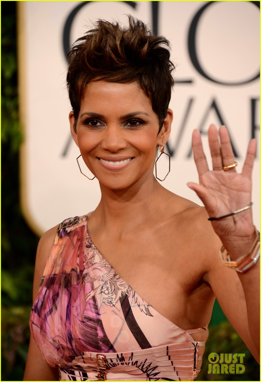 halle berry golden globes 2013 red carpet 05