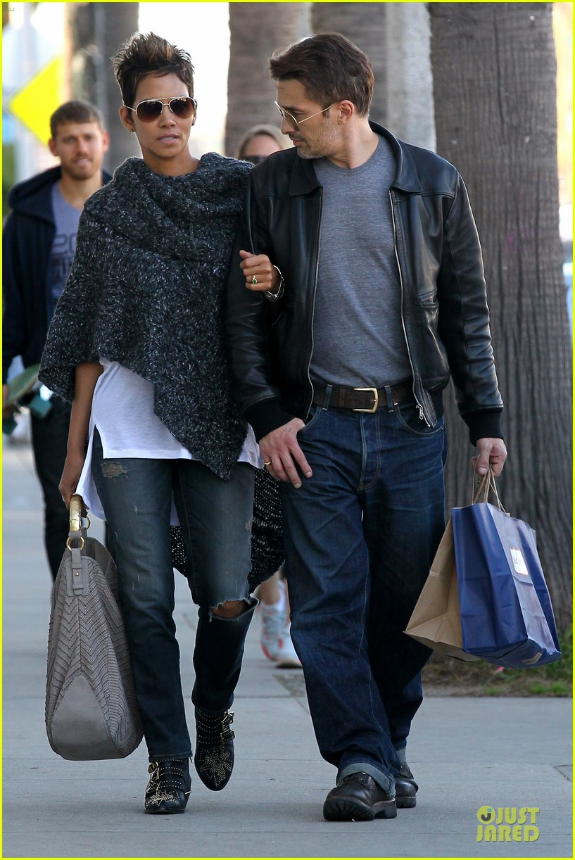 halle berry pushed for more in movie 43 20