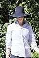 anne hathaway saturday stroll with esmeralda 04