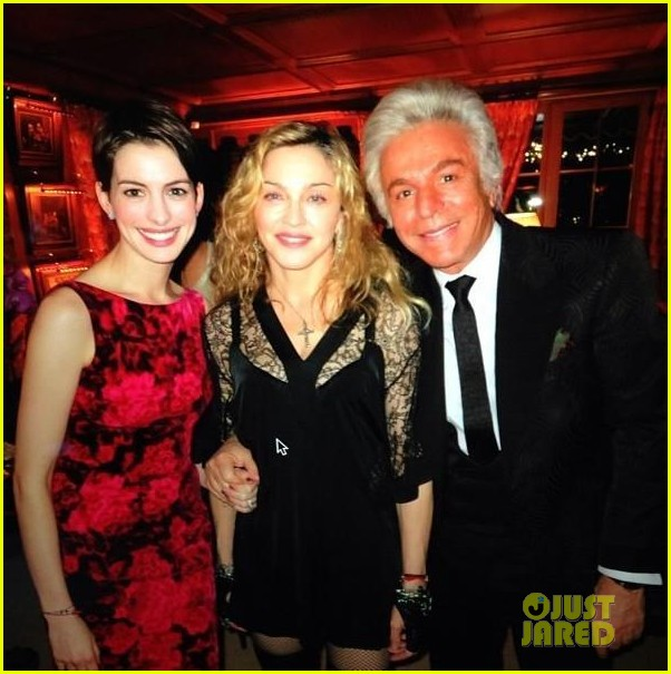 anne hathaway madonna valentino new years eve party pics 02