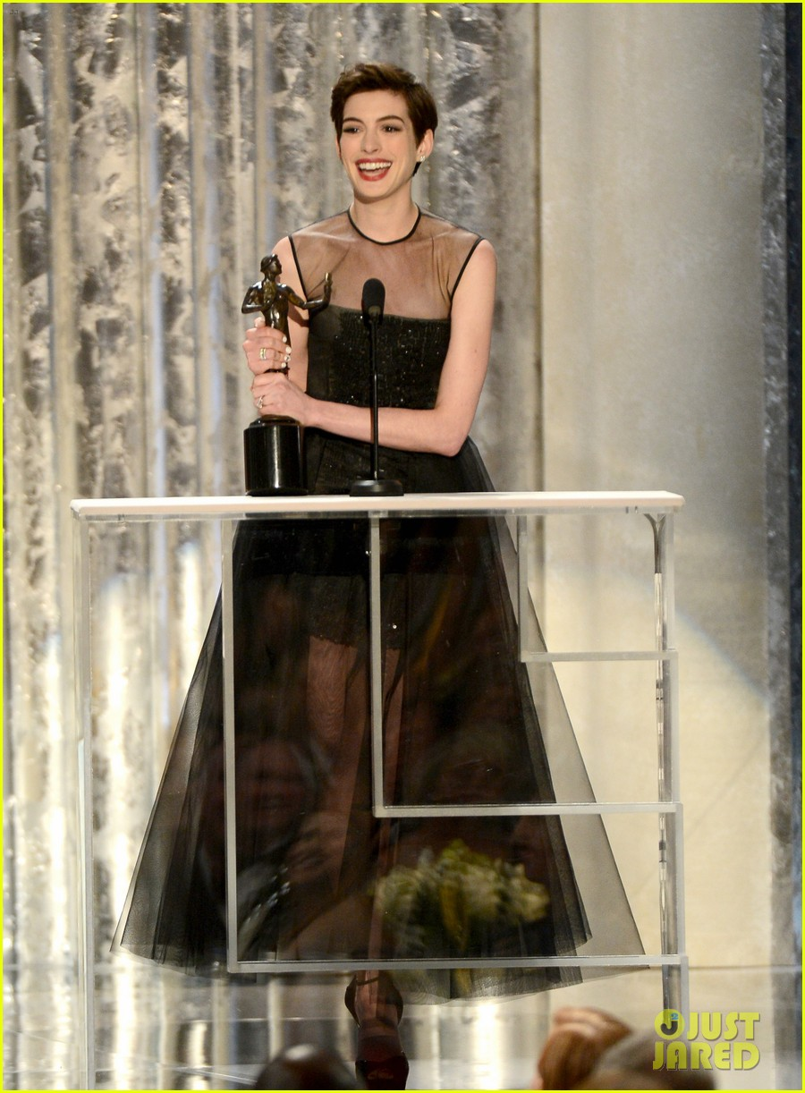 anne hathaway sag awards winner 042799761