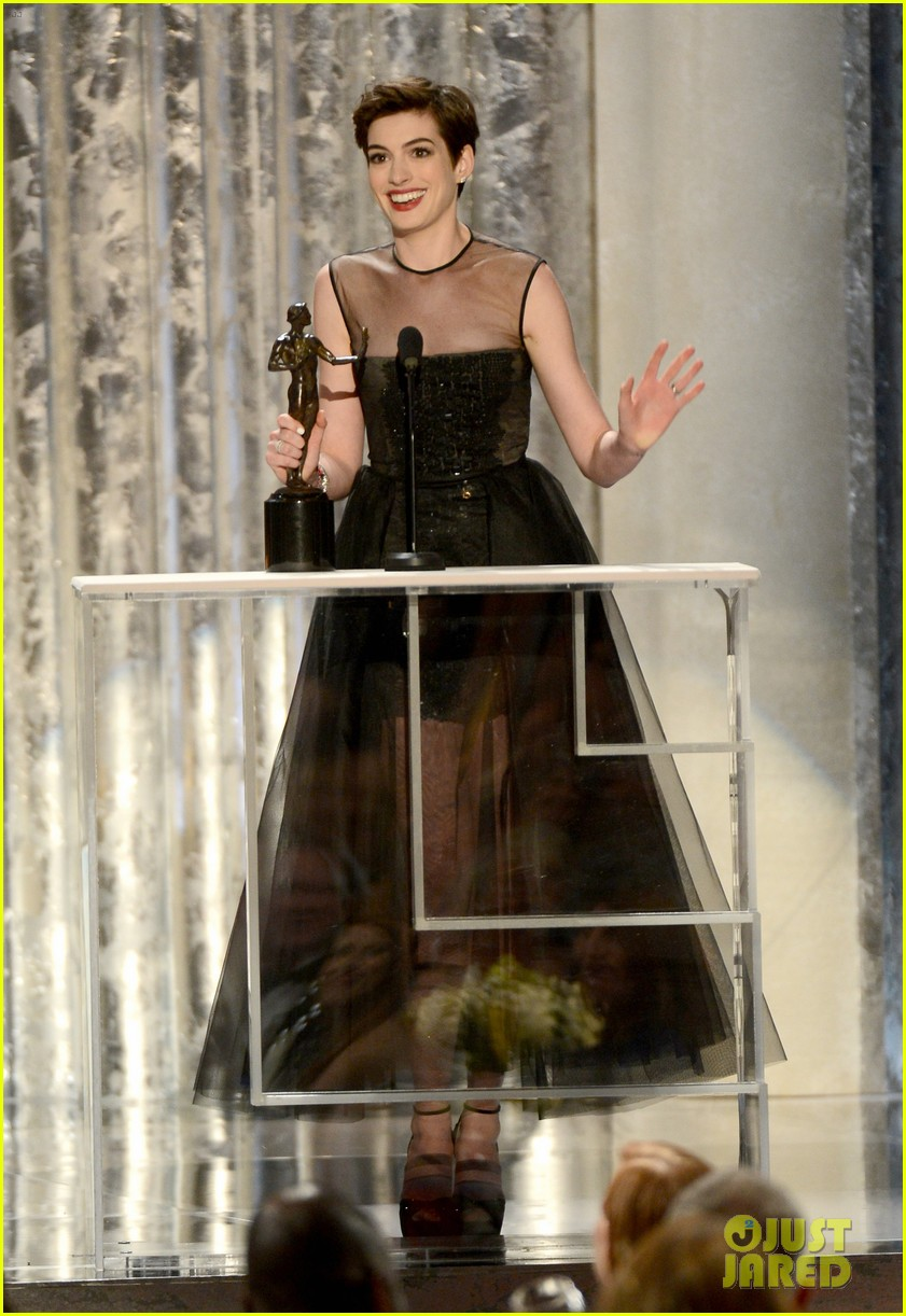 anne hathaway sag awards winner 10
