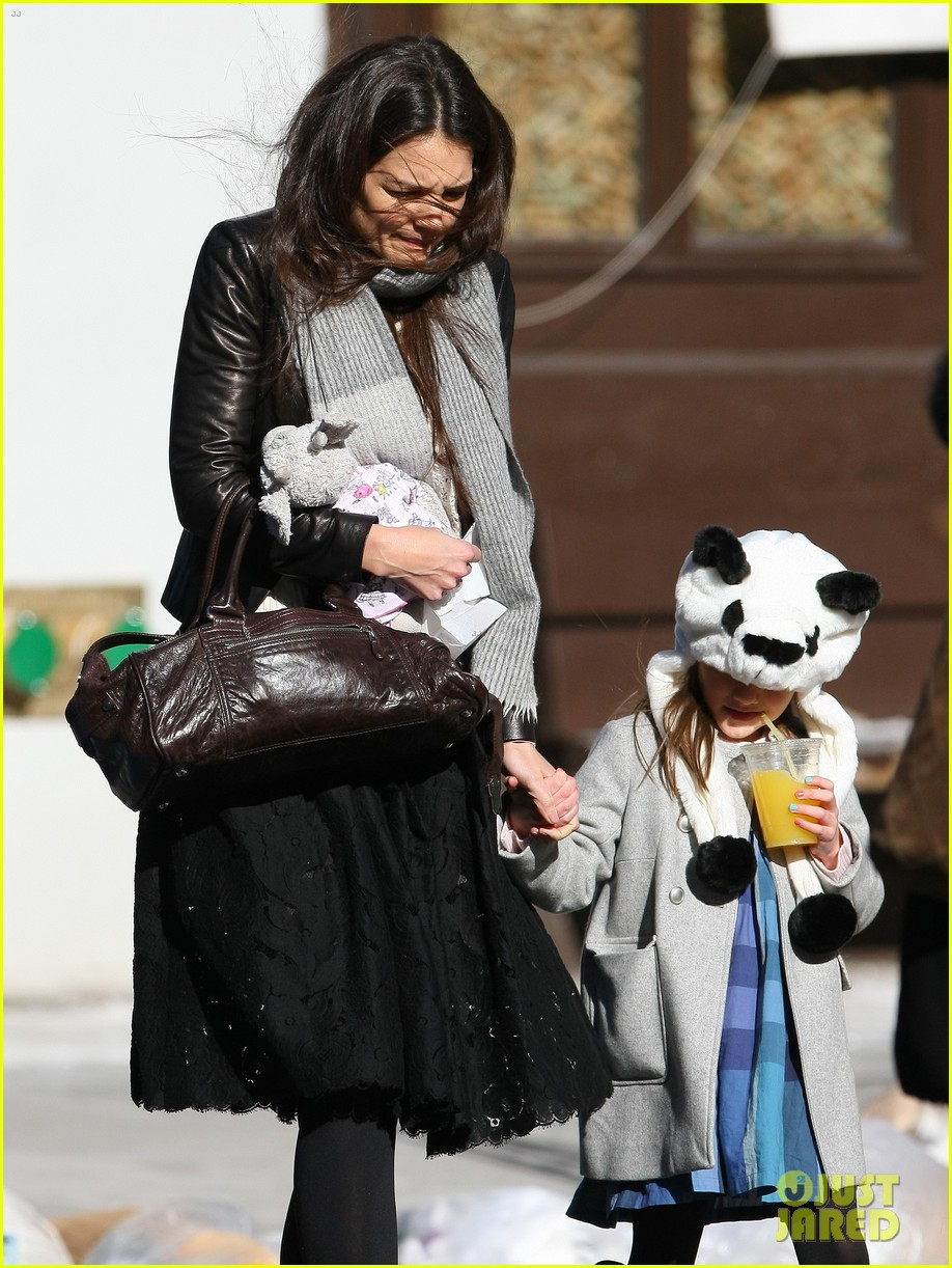 katie holmes sunday brunch with suri 17
