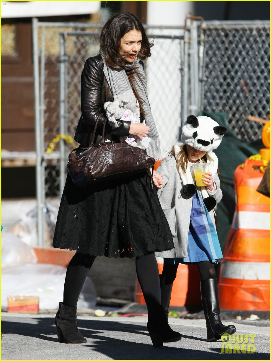 katie holmes sunday brunch with suri 19