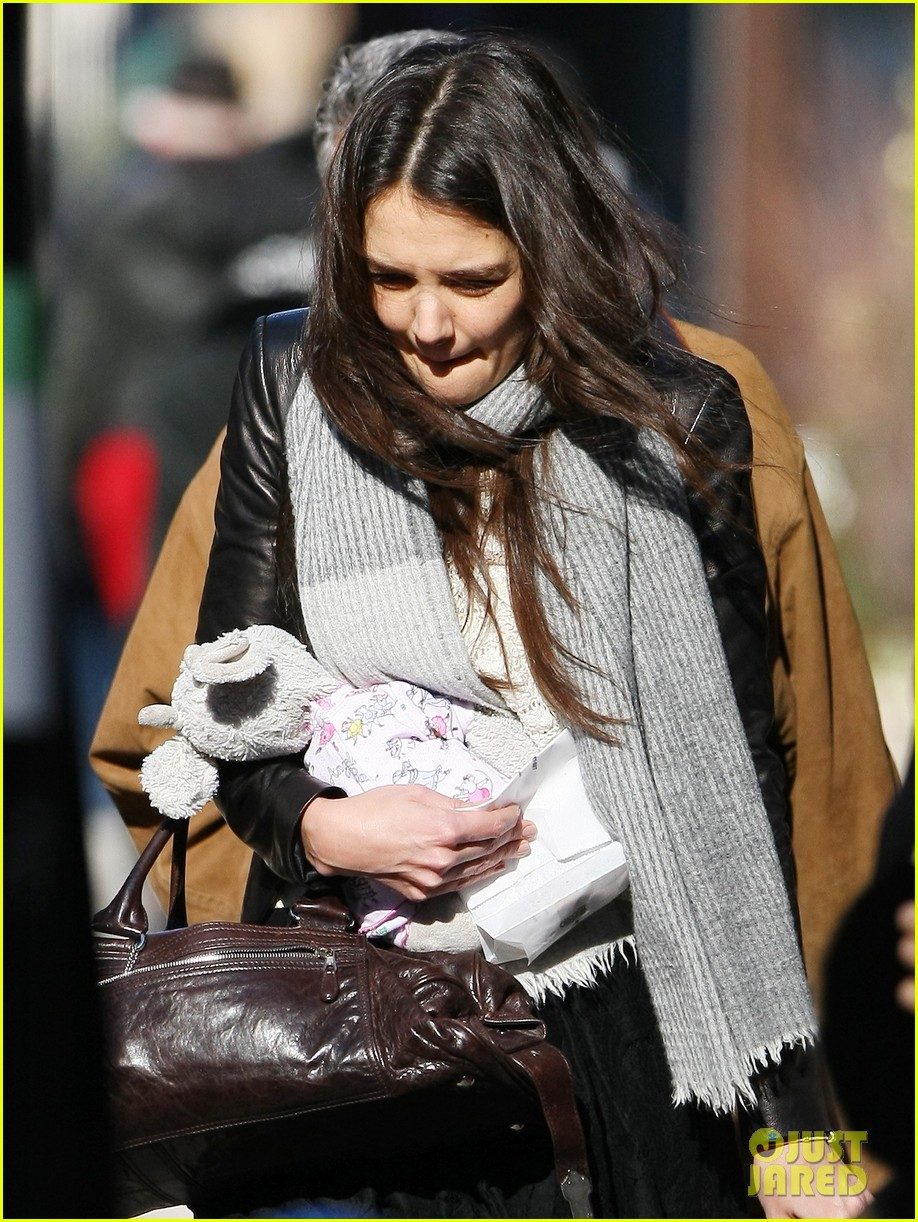 katie holmes sunday brunch with suri 27
