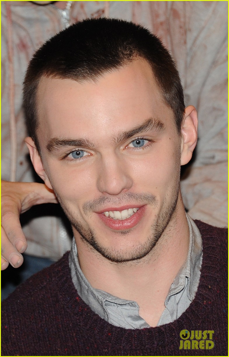 teresa palmer nicholas hoult warm bodies london photo call 01