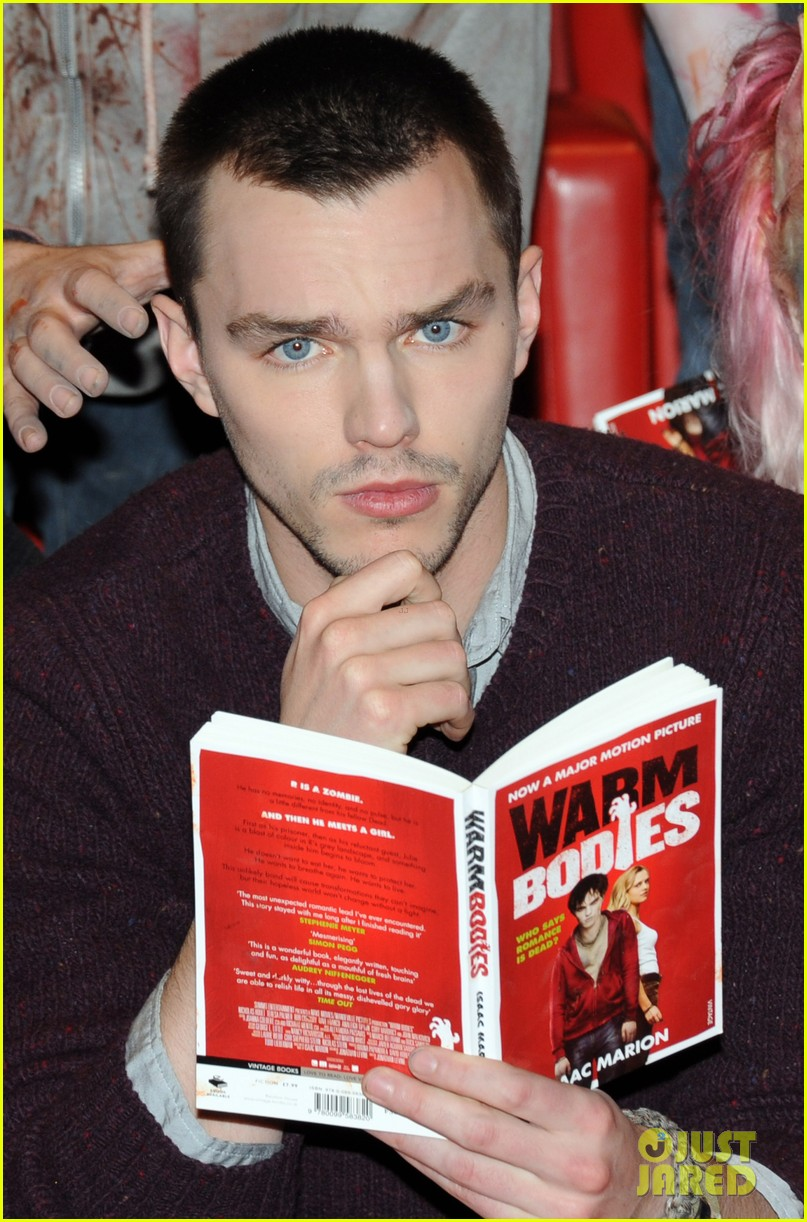 teresa palmer nicholas hoult warm bodies london photo call 03