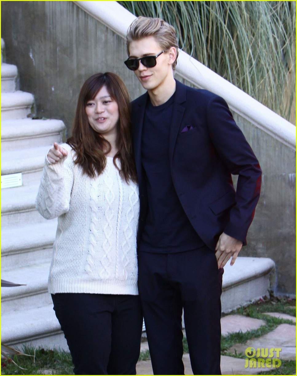 vanessa hudgens austin butler separate studio city outings 07
