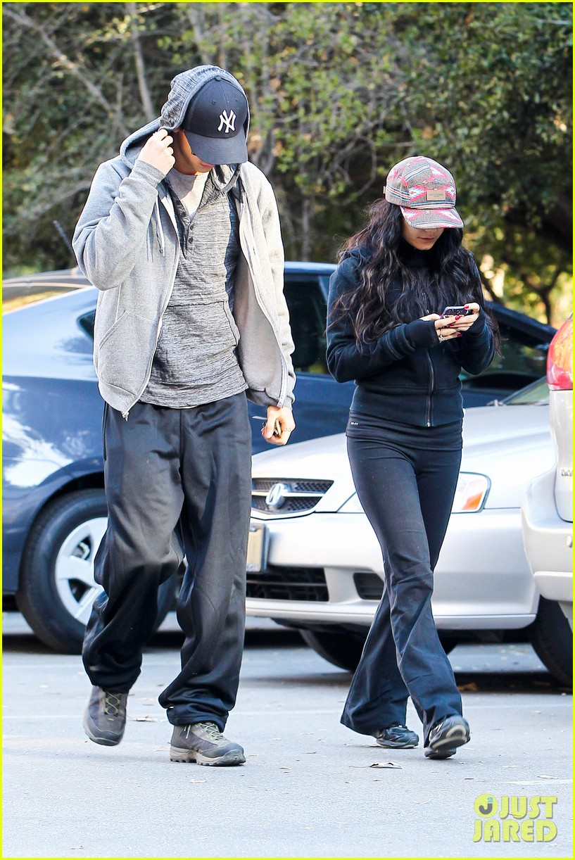 vanessa hudgens austin butler early morning hike 03