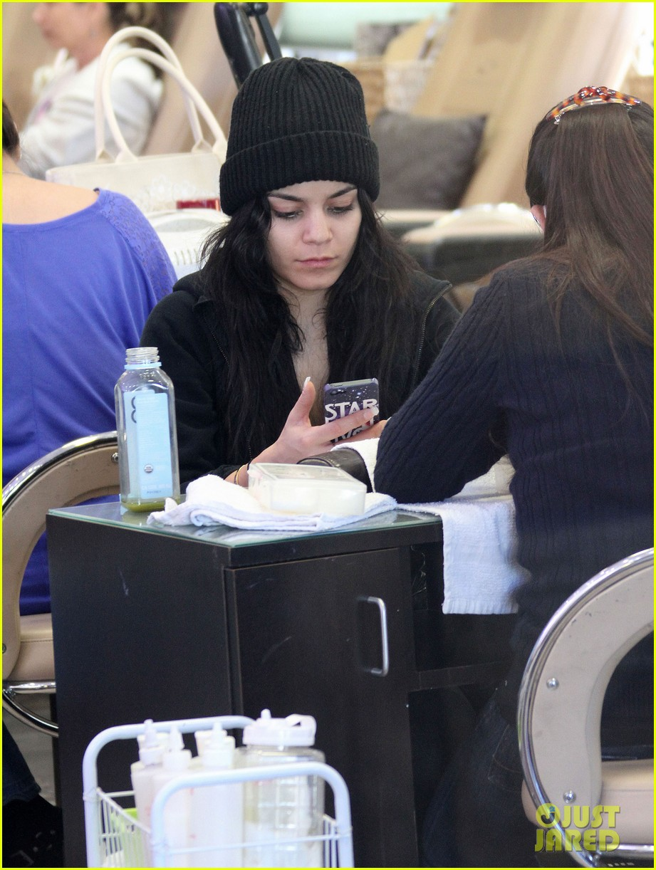 vanessa hudgens nail salon stop with stella 08