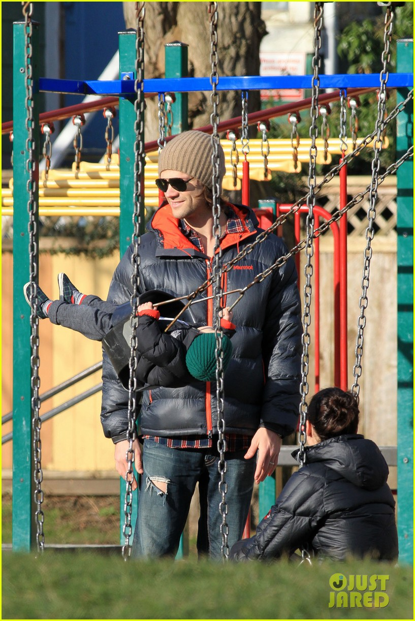 jared padalecki genevieve cortese park playdate with thomas 14