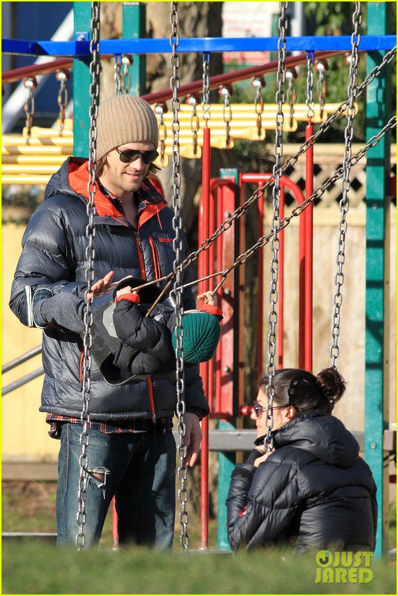 jared padalecki genevieve cortese park playdate with thomas 17