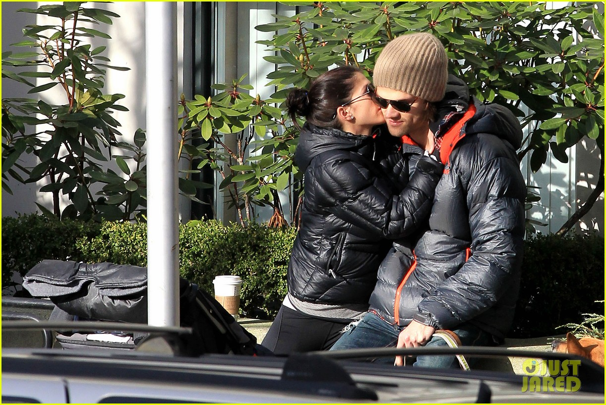 jared padalecki genevieve cortese park playdate with thomas 22