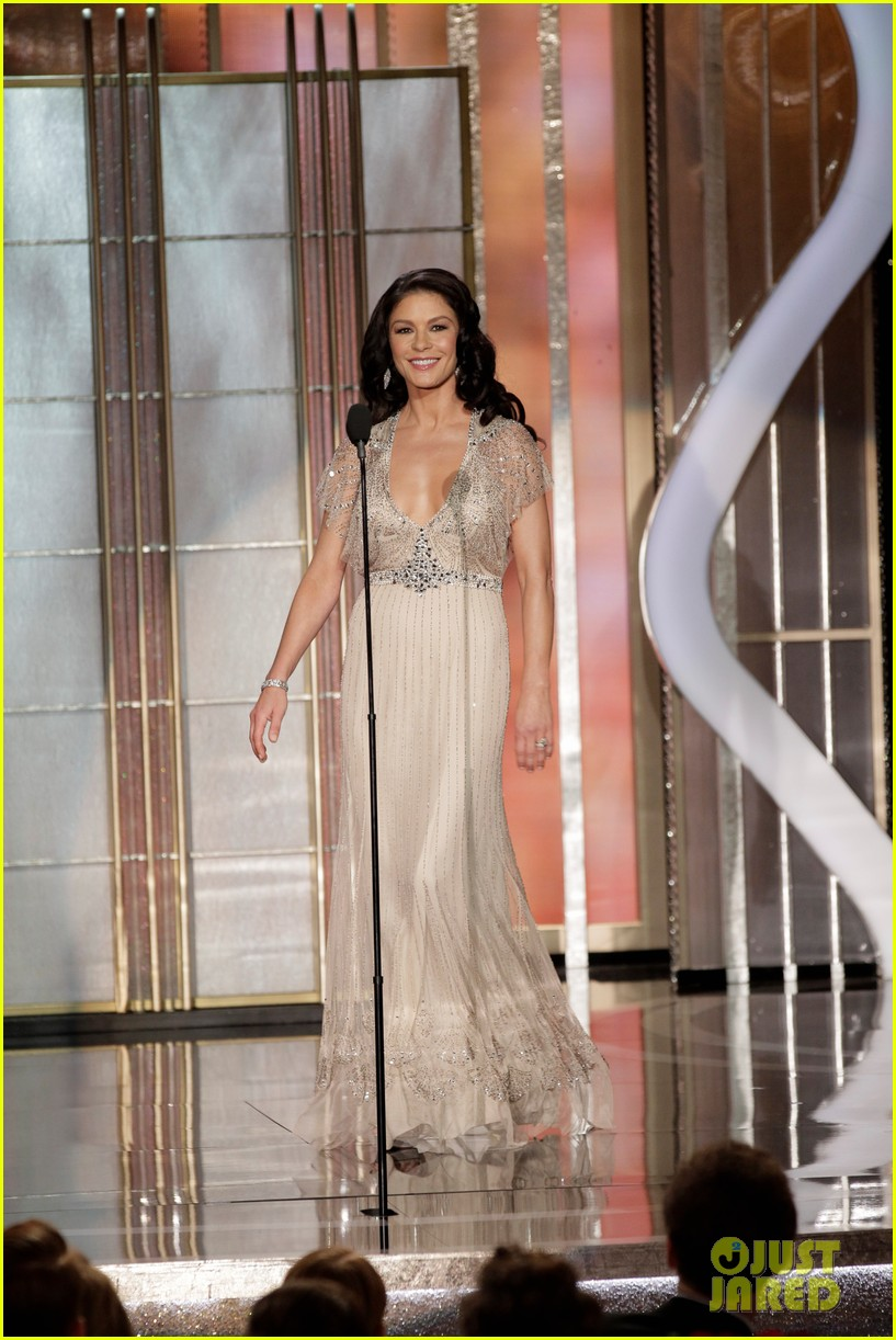 julia roberts catherine zeta jones golden globes 2013 05