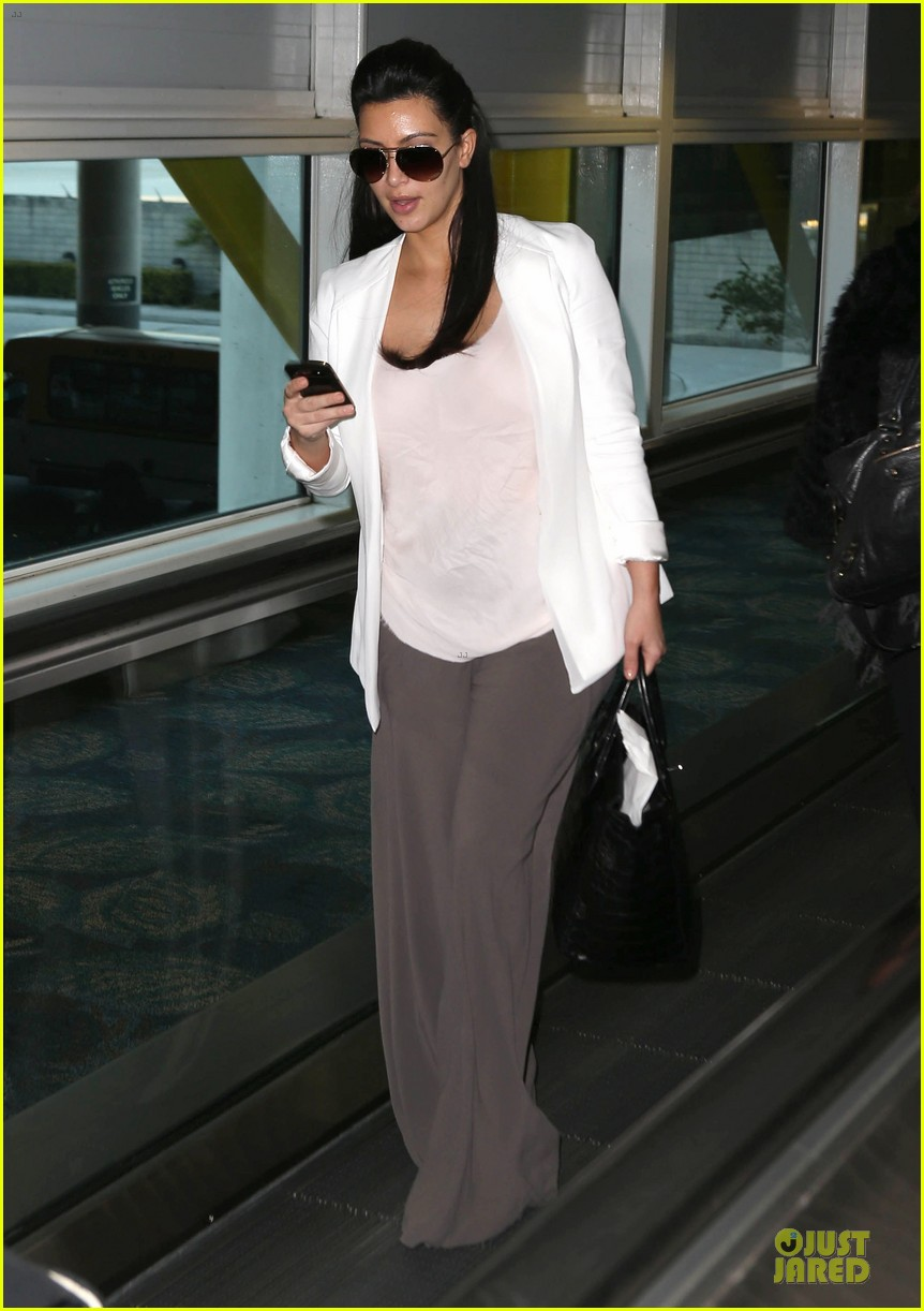 pregnant kim kardashian will be in abidjan for two events 15