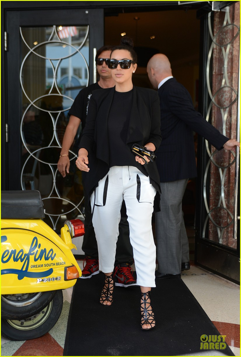 kim kardashian lunch & shopping with jonathan cheban 10