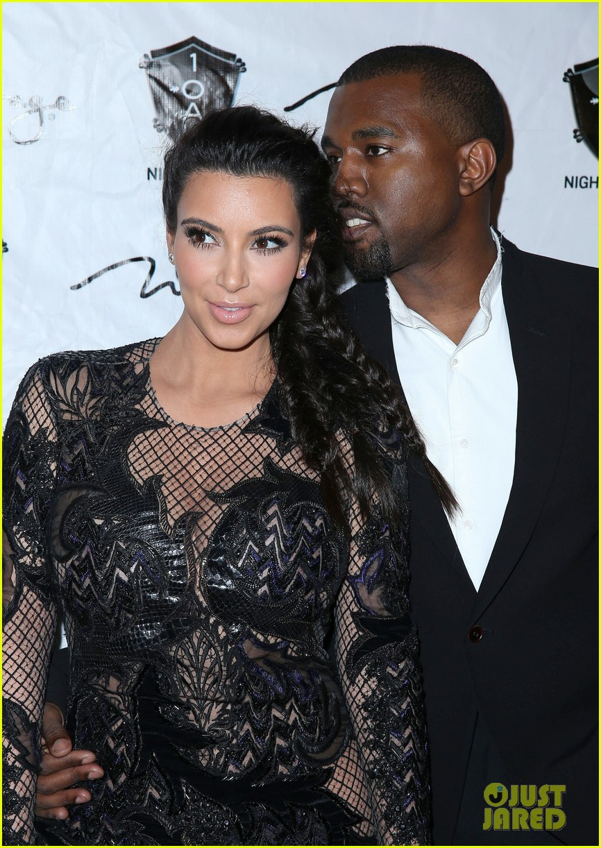 pregnant kim kardashian kanye west new years eve red carpet 04