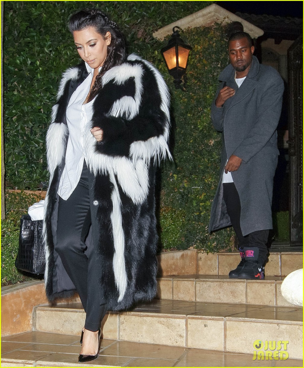 pregnant kim kardashian debuts baby bump en route to new years eve celebration 05