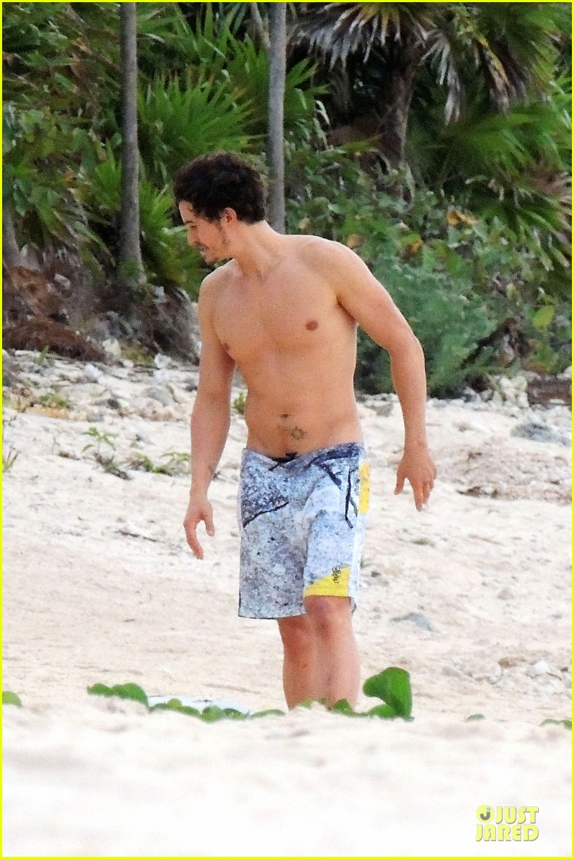 miranda kerr shirtless orlando bloom beach vacation with flynn 18