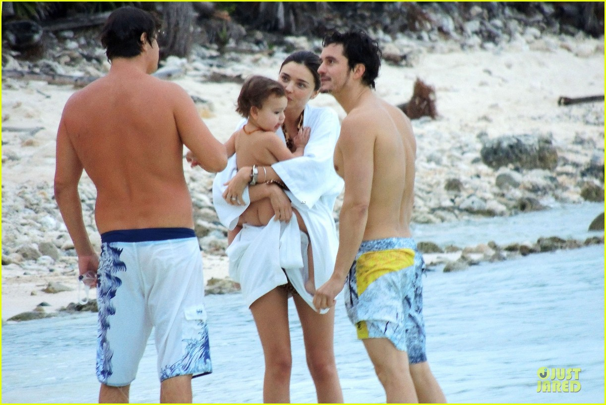 miranda kerr shirtless orlando bloom beach vacation with flynn 222800423