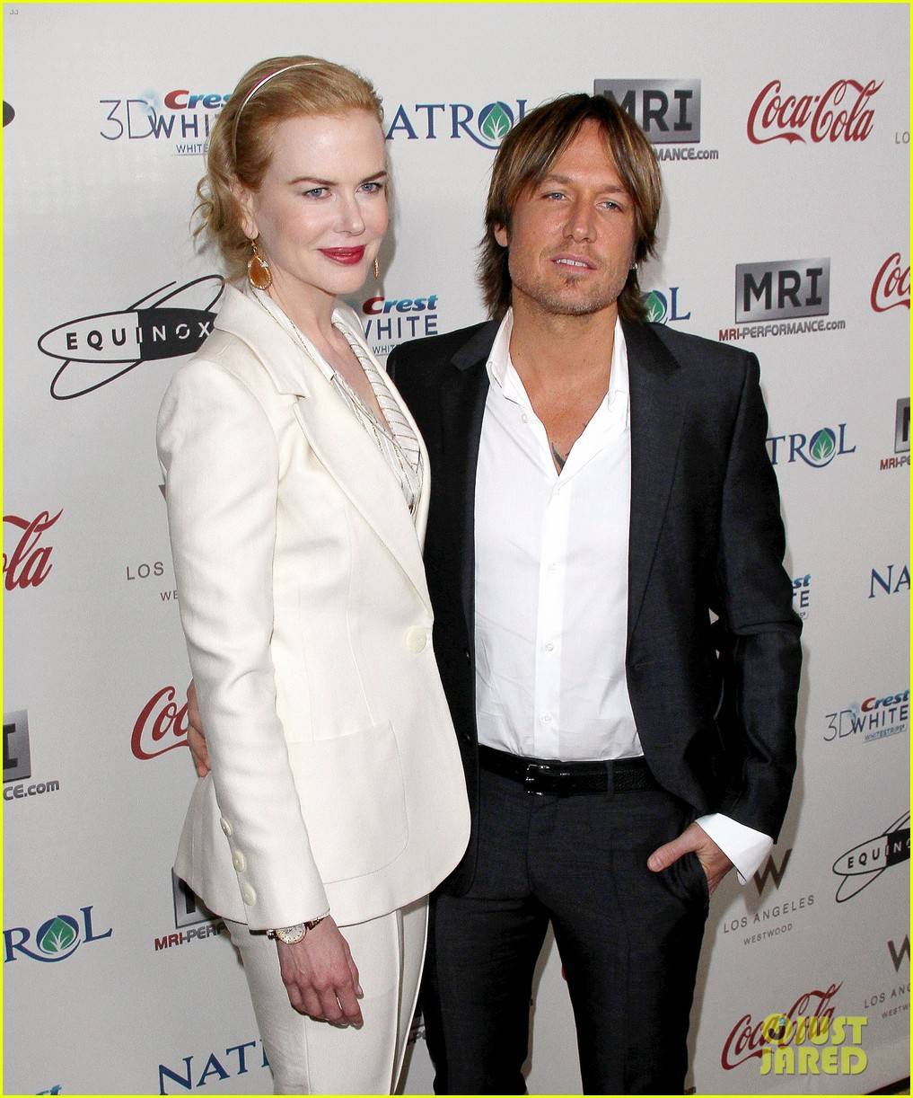 nicole kidman keith urban hold meets golden 012789883