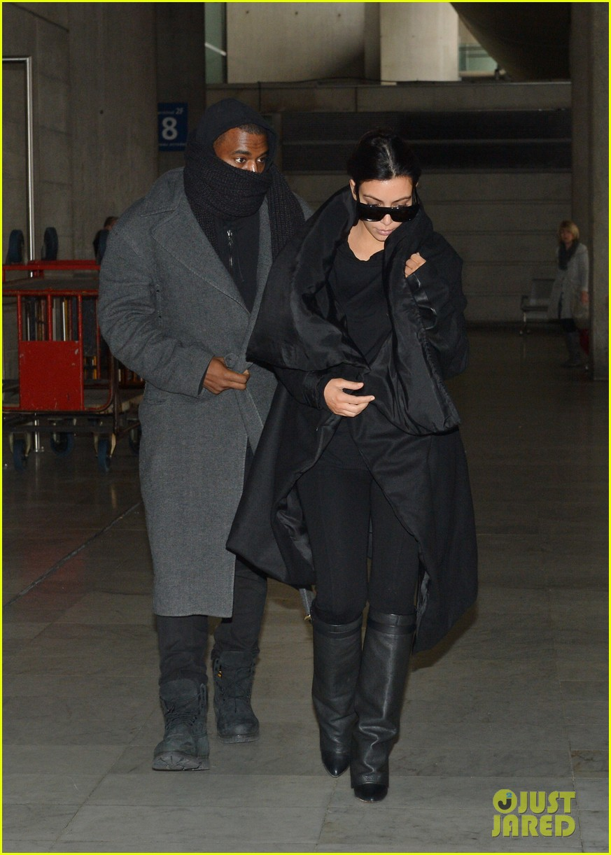 pregnant kim kardashian kanye west back in paris 012788484