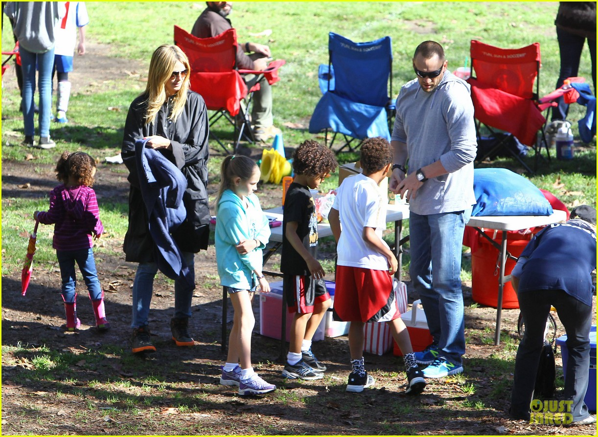 heidi klum martin kirsten swinging saturday with the kids 08