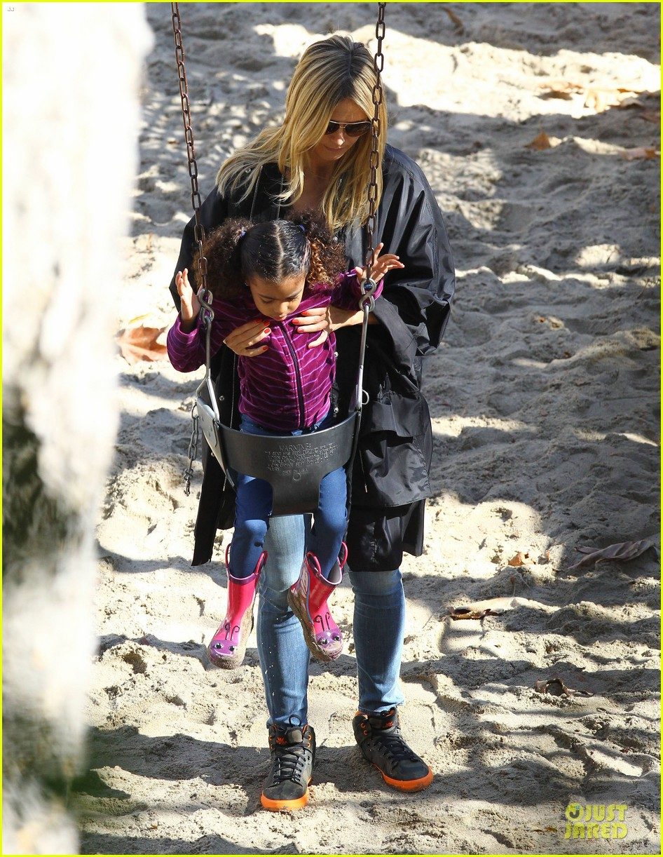 heidi klum martin kirsten swinging saturday with the kids 22