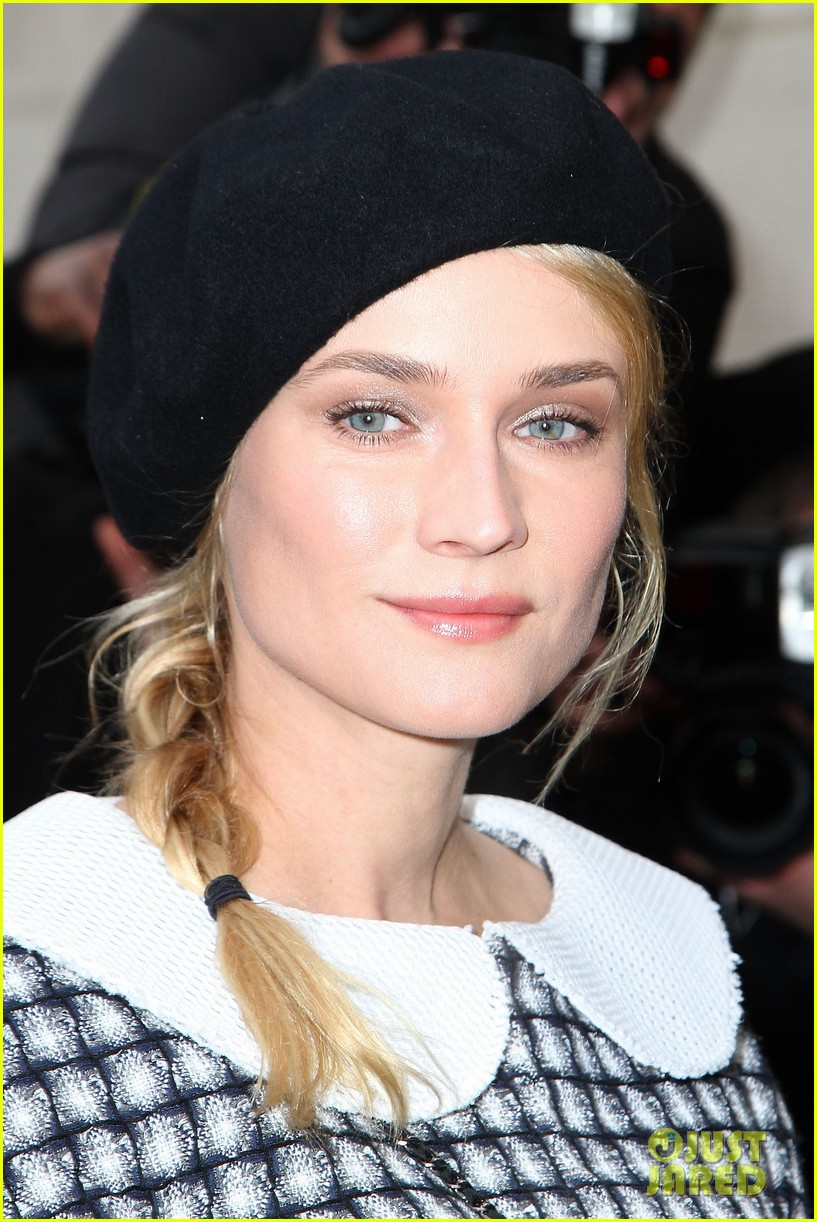 diane kruger hailee steinfeld chanel paris fashion week show 04