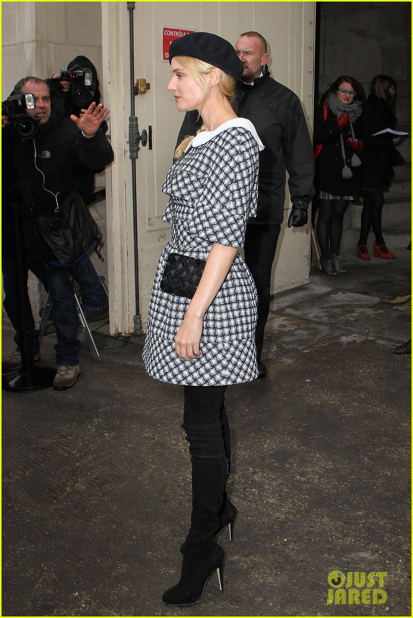 diane kruger hailee steinfeld chanel paris fashion week show 22