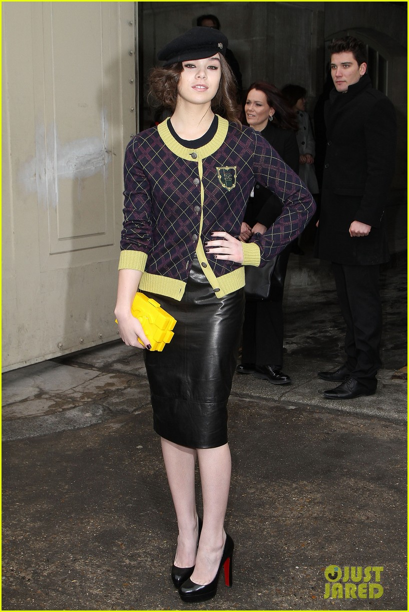 diane kruger hailee steinfeld chanel paris fashion week show 24