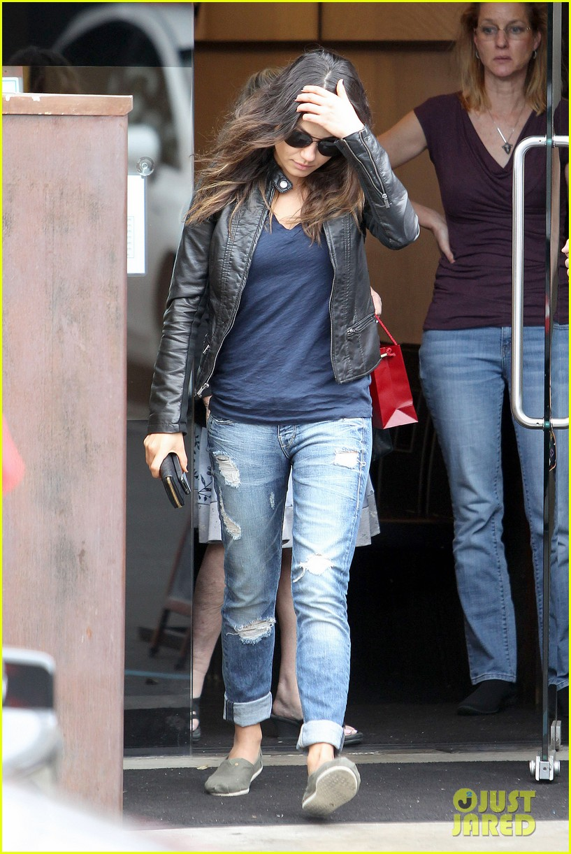 mila kunis ashton kutcher separate los angeles outings 122797614