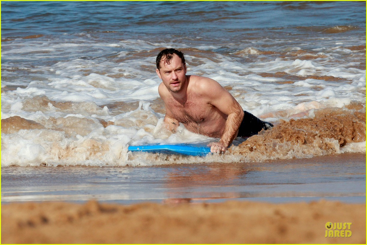 jude law shirtless hawaiian body boarding 052783225