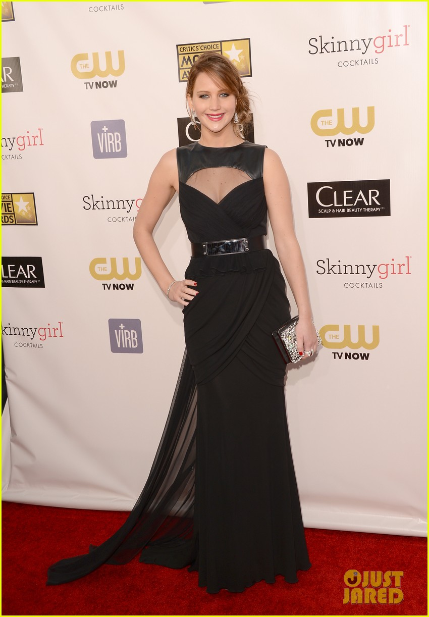 jennifer lawrence critics choice awards 2013 red carpet 012788919