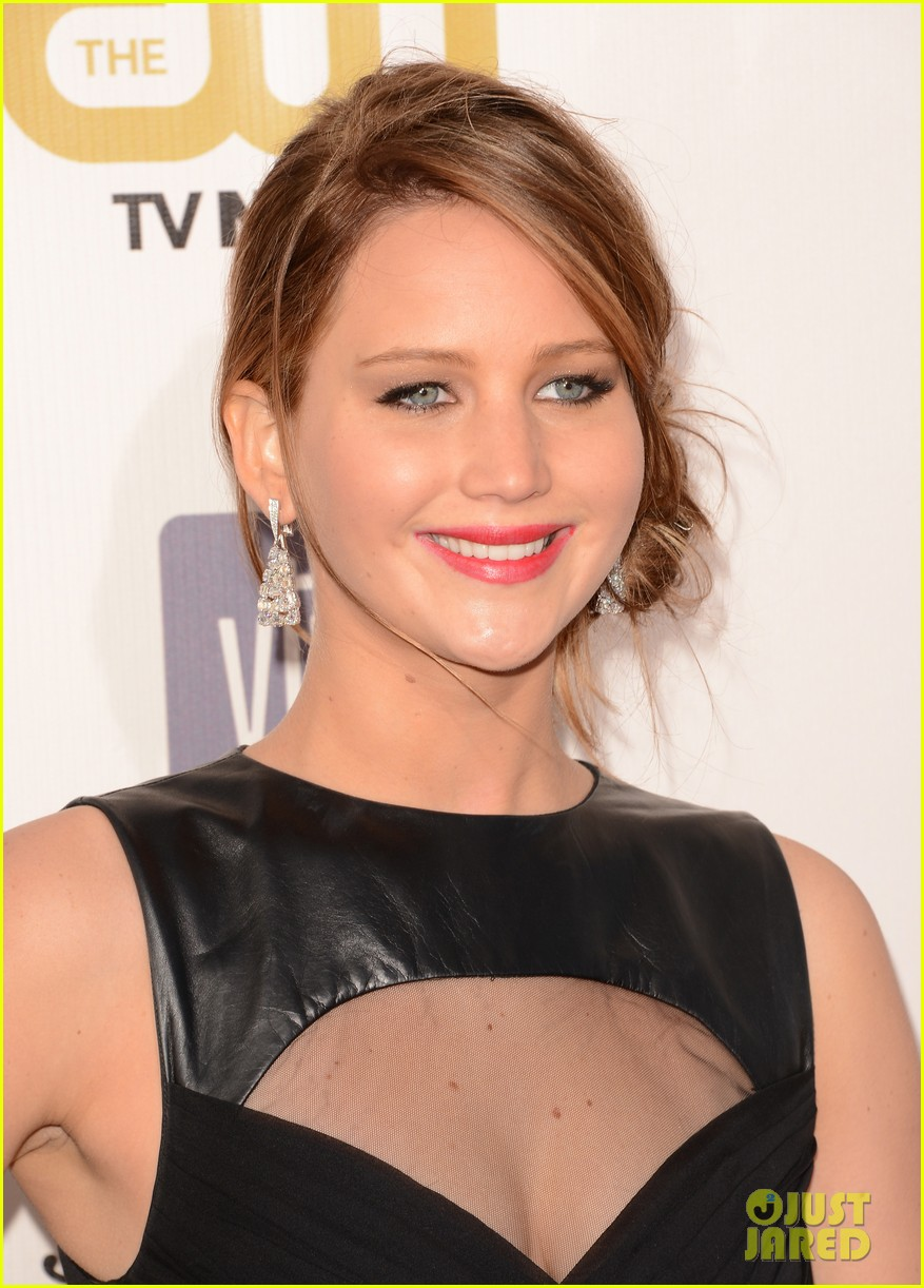 jennifer lawrence critics choice awards 2013 red carpet 022788920