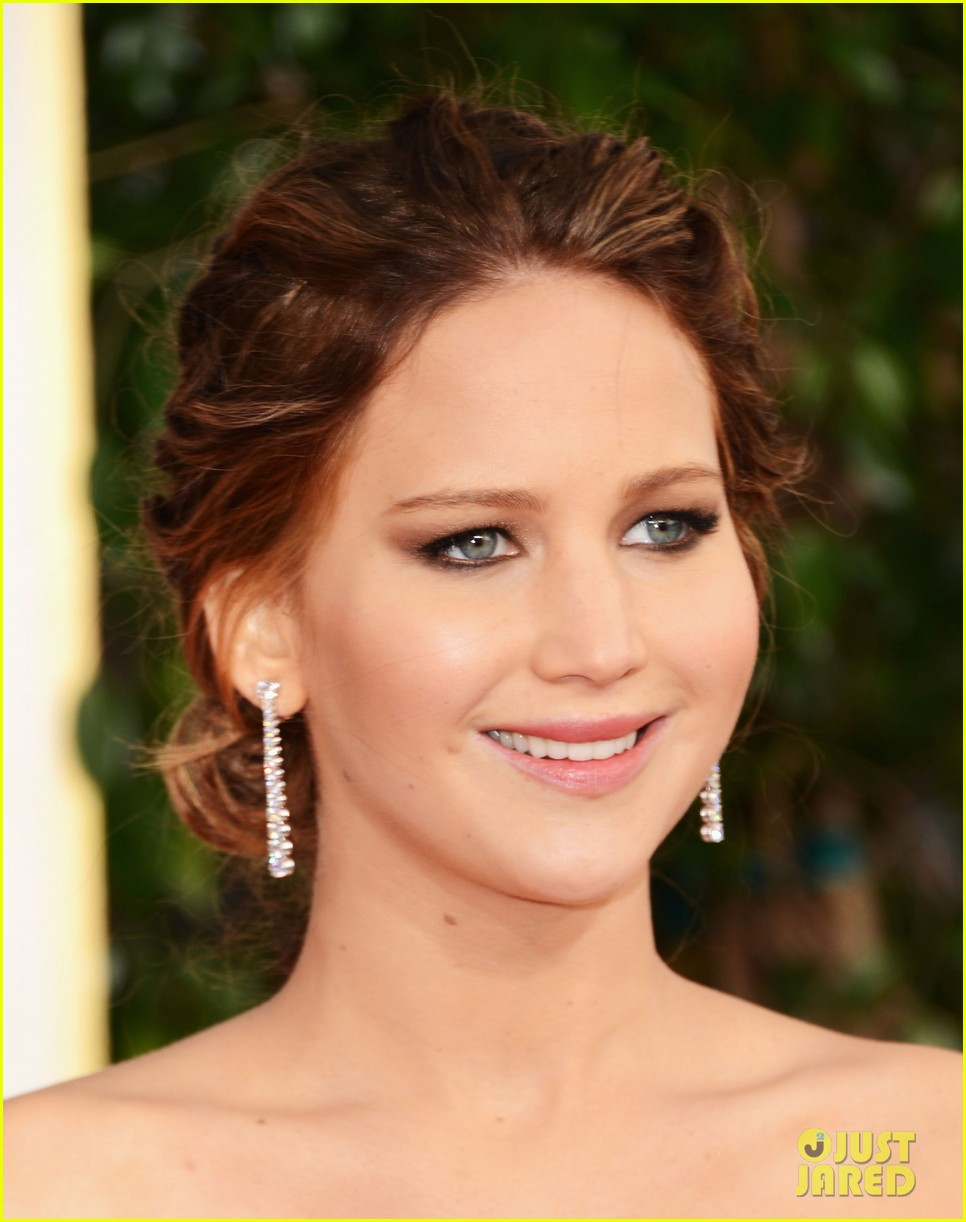 jennifer lawrence golden globes 2013 red carpet 042790925