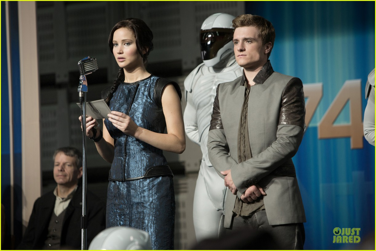 jennifer lawrence josh hutcherson new catching fire stills 032792316