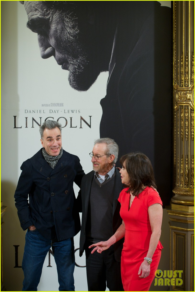 daniel day lewis promotes lincoln after golden globe win 15